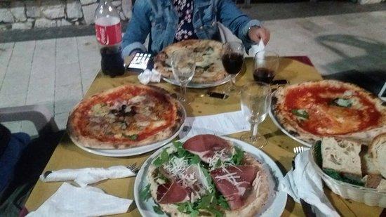 Sesto Campano, Italia: 20160820_233205_large.jpg