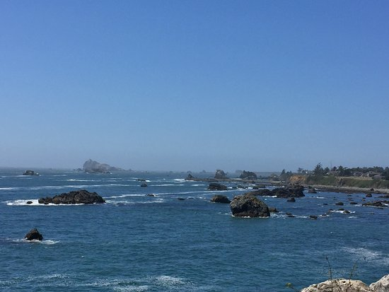 Oceanfront Lodge: Rocky Northern California coast from the Battery Point Lighthouse