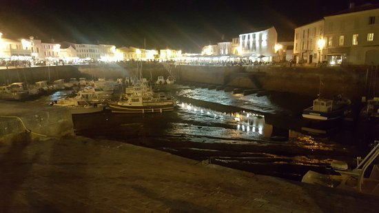 Hotel de Toiras: View from Hotel Torias Quay side at night