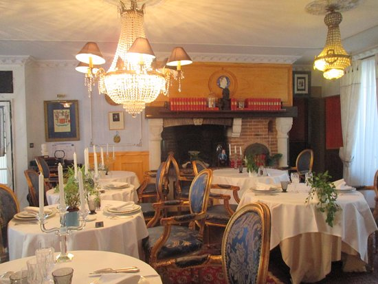 The 1837 Victor Hugo Restaurant : des livres