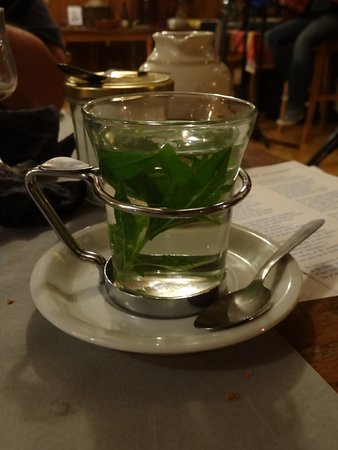 Dullin, France: infusion à base de feuilles fraiches