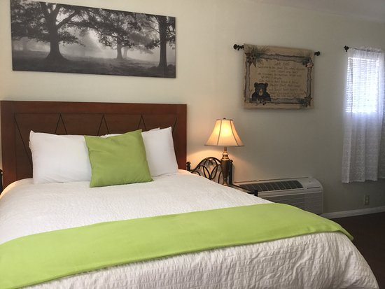 Olancha RV Park and Motel: Queen Suite