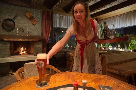 Vandans, Österreich: An elegantly served fresh beer after skiing