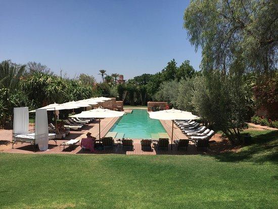 Les deux tours pool and gardens