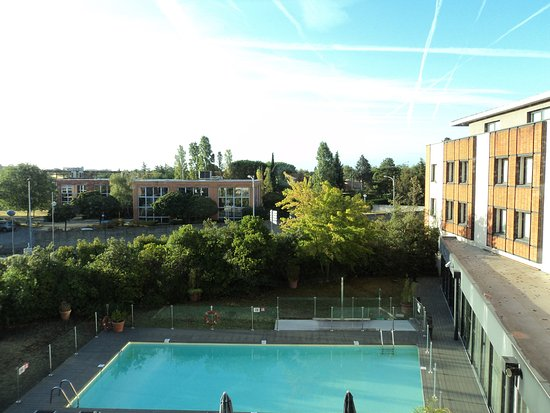 Blagnac, Frankrike: View of the Pool from my room