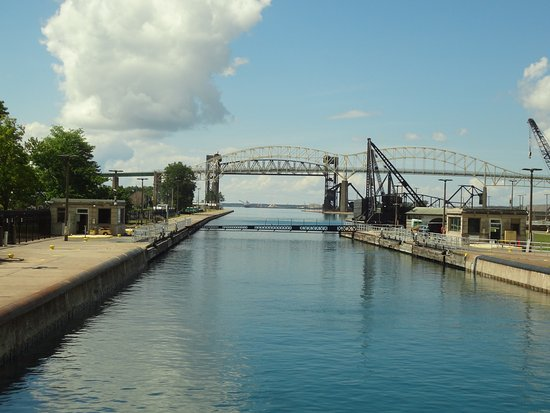 ‪‪Sault Ste. Marie‬, ميتشجان: international bridge from locks‬