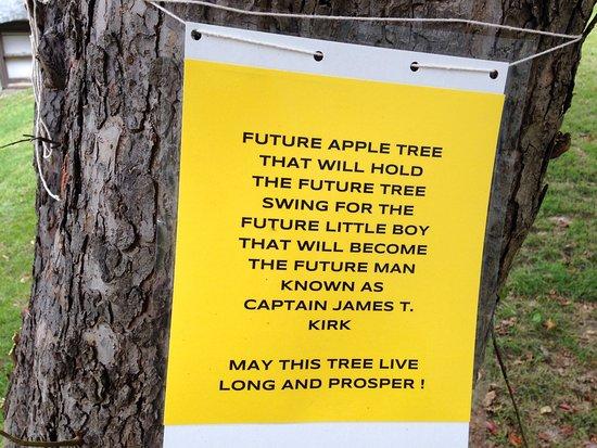 Riverside, IA: Apple Tree sign