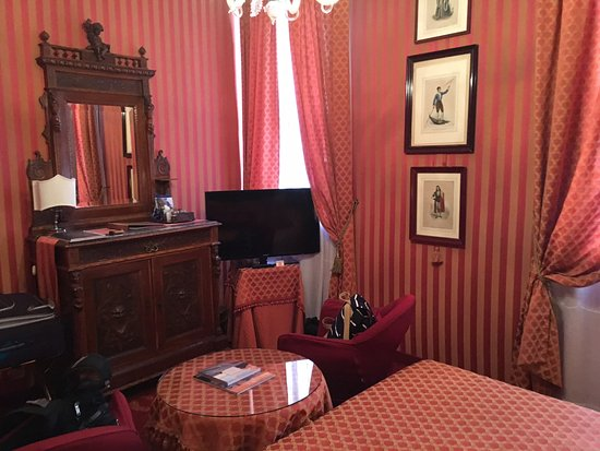 Metropole Hotel: Bedroom