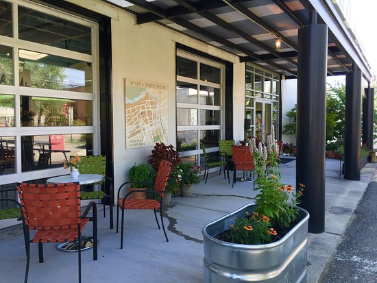 Ammo Brewing: Front Porch