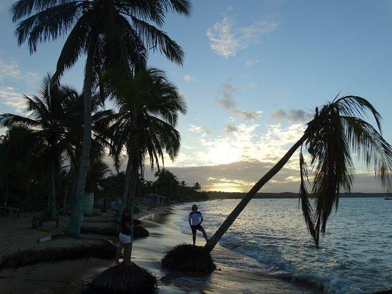 Santa Cruz Cabralia, BA: Praia de coroa vermelha