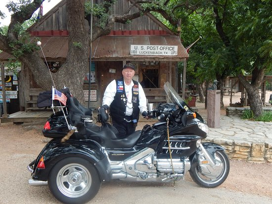 Luckenbach, TX: I travel my motorcycle and this is the Beast