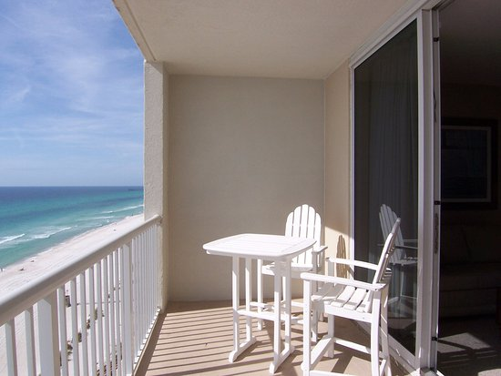 Majestic Beach Towers: Balcony overlooking the ocean