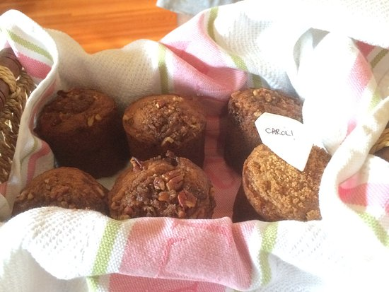 Avery House B&B: Special rhubarb muffin for our friend with a special request!