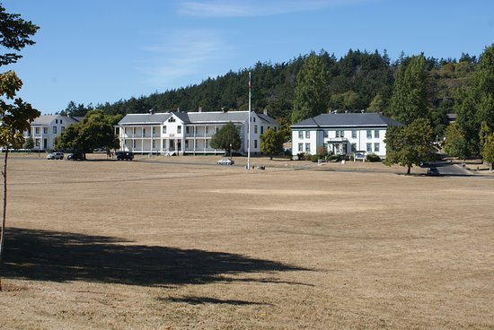 Port Townsend, WA: Looking across the parade ground. Those are the Artillery Museum and gift shop buildings