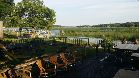 Cedarville, MI: Outdoor seating at Cattails