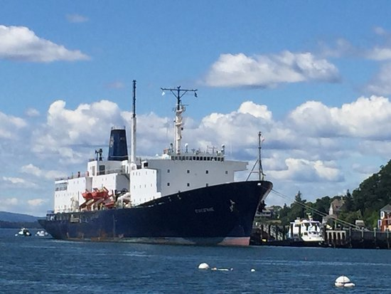 Castine, เมน: State of Maine training ship at Maine Maritime Academy