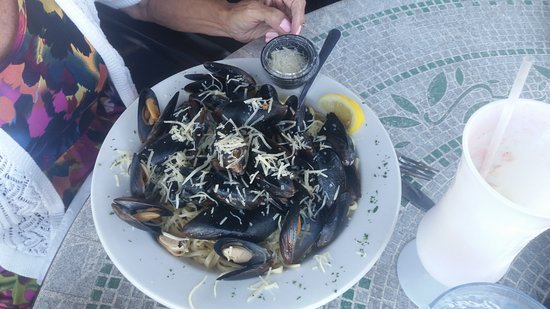 Lobster Boat: Mussels with garlic white wine sauce - Look at all those mussels!
