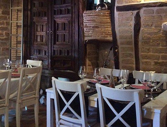 Saldana, Hiszpania: Comedor de la Casa torcida en el piso de arriba