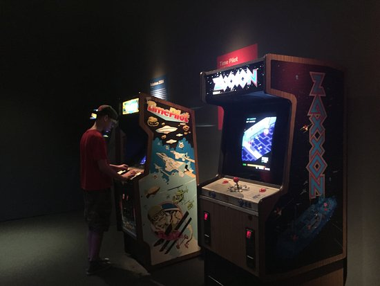 Museum of the Moving Image : Playing original video games