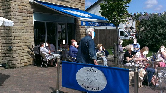 Garstang, UK: Vicky's Outside Seating - Spacious/Clean seating inside too.