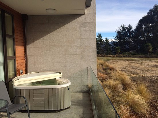 Hanmer Springs, Yeni Zelanda: Awesome Tub Outside