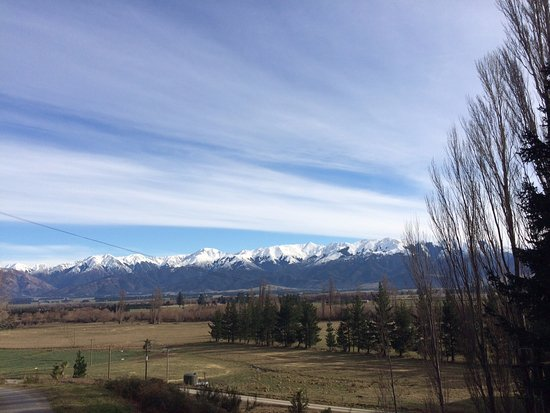 Hanmer Springs, Yeni Zelanda: Snow Capped Mountains