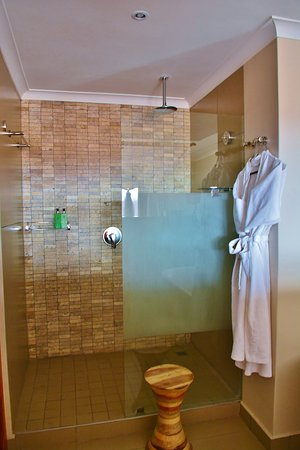 Victoria Falls Safari Club: Loved the rain shower and the comfort of a thick robe afterward.