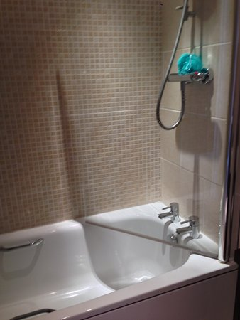 Barrow-in-Furness, UK: Spotless shower, cleaned daily
