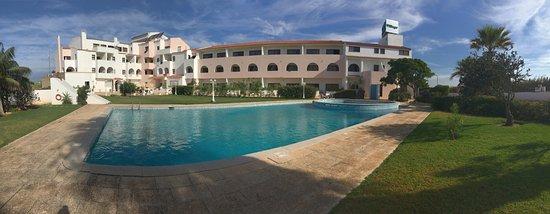 Don Tenorio Aparthotel : Vista pisina y hotel