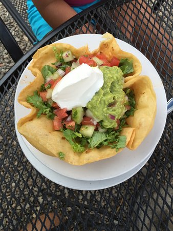 El Prado, Nouveau-Mexique : Make your own taco bowl that was fantastic. Even the bowl was delicious.