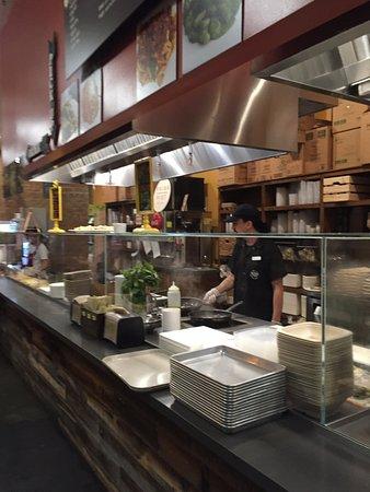 Tustin, Californien: The kitchen of Market 2 Plate