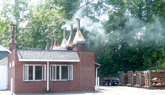 Lexington, Kuzey Carolina: Hickory smoke aroma draws you right inside!