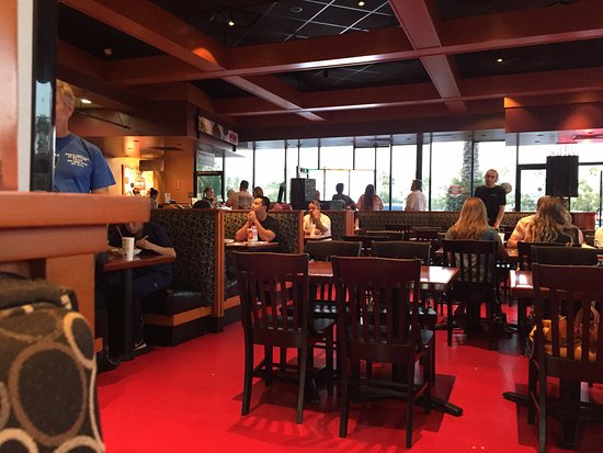 Tustin, Californien: Pei Wei Asian Diner at The District