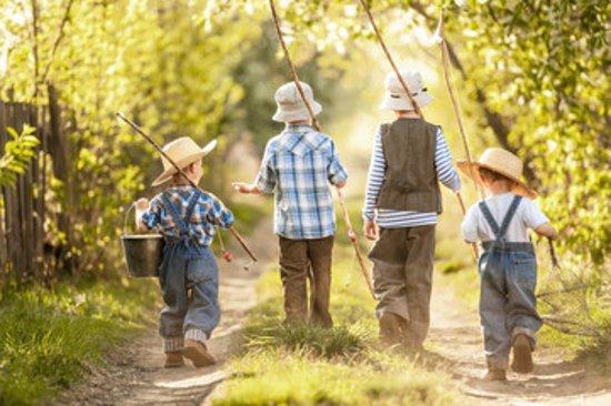 Porepunkah, Austrália: Kids going fishing