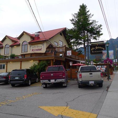 Radium Hot Springs, Καναδάς: Exterior of Old Salzburg Inn Restaurant