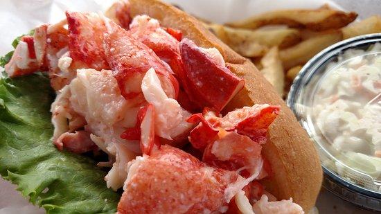 Sebasco Estates, ME: Anna's Water's Edge Lobster Roll