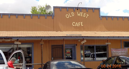 Old West Cafe: Out side of the Cafe and inside is clean and comfortable