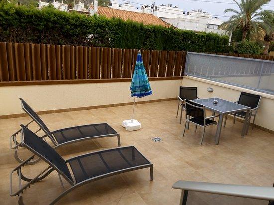Apartamentos Albir palace: Terraza individual, solarium.