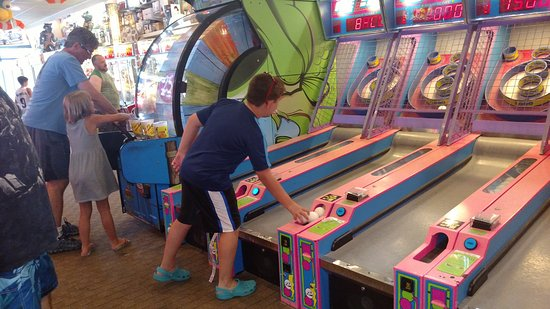 Seaside Park, NJ : Boardwalk Arcade - Winning lots of tickets!!!