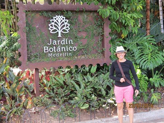 Foto de jardin botanico de medellin medell n orqu deas for Bodas en el jardin botanico medellin