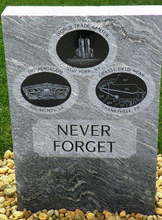 Hudson, Nueva Hampshire: Memorial to the three crash sites