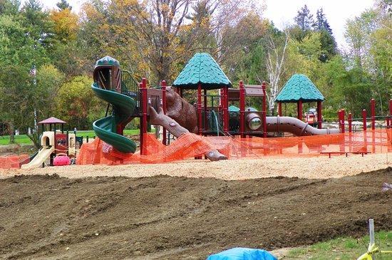 Hudson, Нью-Гэмпшир: Children;s playground