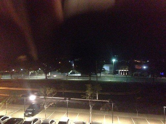 Marilia: vista da localização e estacionamento, visão do quarto