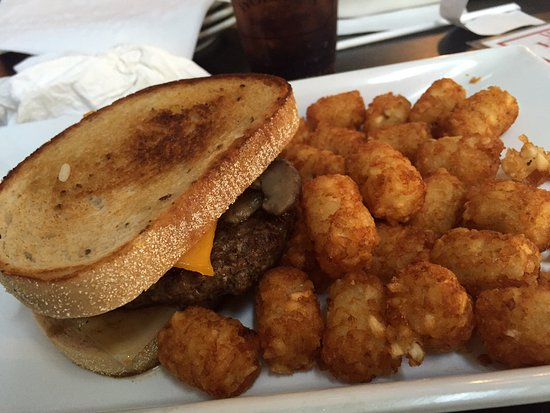 Elyria, OH: Wolfey's Tater Totts