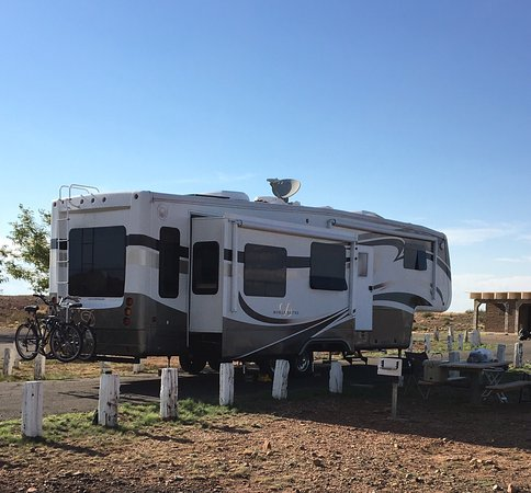 Winslow, AZ: Nice county park with free camping for 14 days. We kayaked Clear Creek Reservoir which was absol