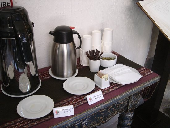 "Tierra Viva Cusco Saphi: Chá de coca, para combater o ""soroche""."