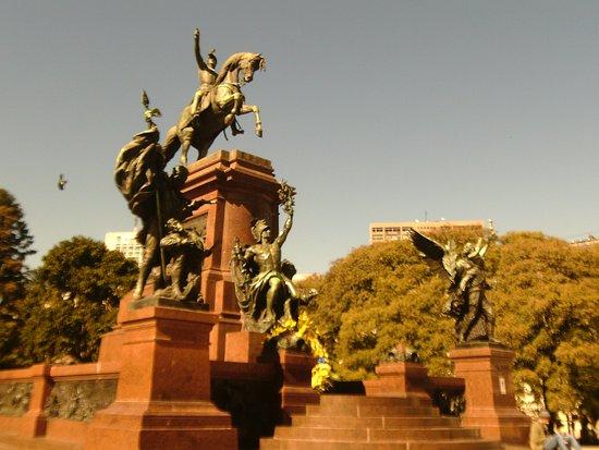 Monumento a Bartolome Mitre