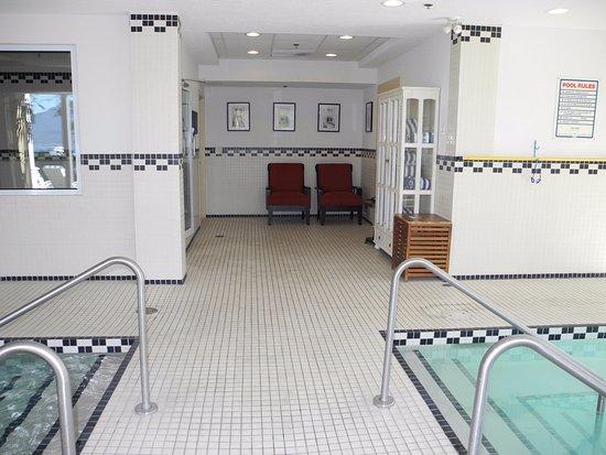 Hotel Eldorado: railings to hot tub and pool