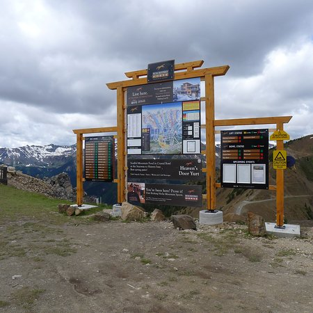 Golden, كندا: Top of the Mountain