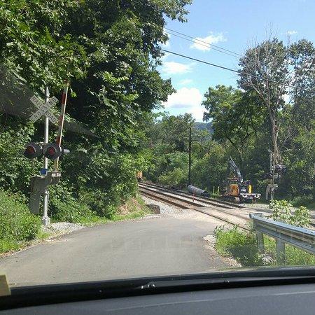 Lansing, Западная Вирджиния: Rail crossing before the bridge